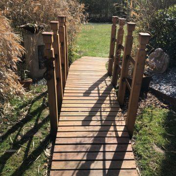 Brücke im Garten.