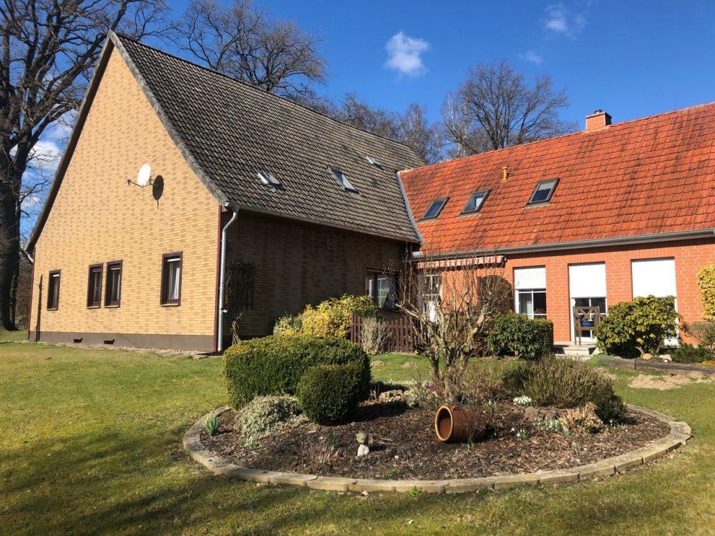 Resthof mit zwei Wohnungen und eigenem Ackerland für die ganze Familie!